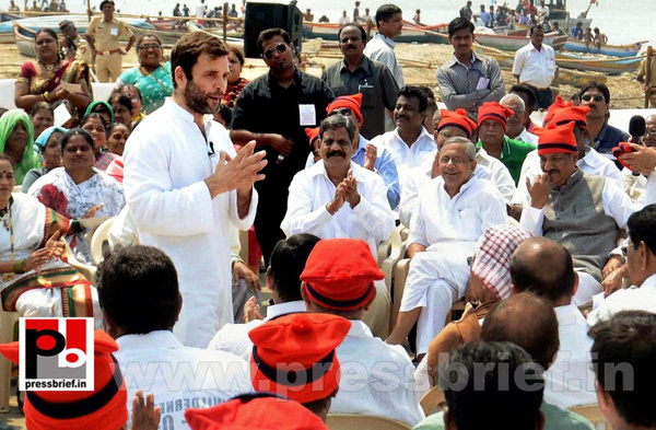 Rahul Gandhi interacts with fishermen (2) by Pressbrief...