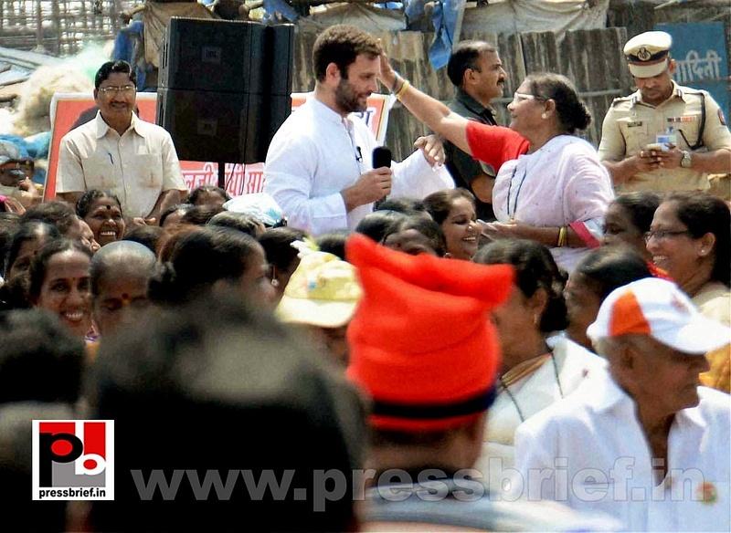 Rahul Gandhi interacts with fishermen (4)