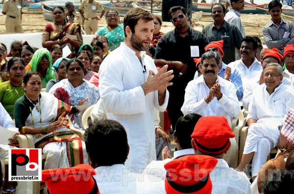 Rahul Gandhi interacts with fishermen (6) by Pressbrief...