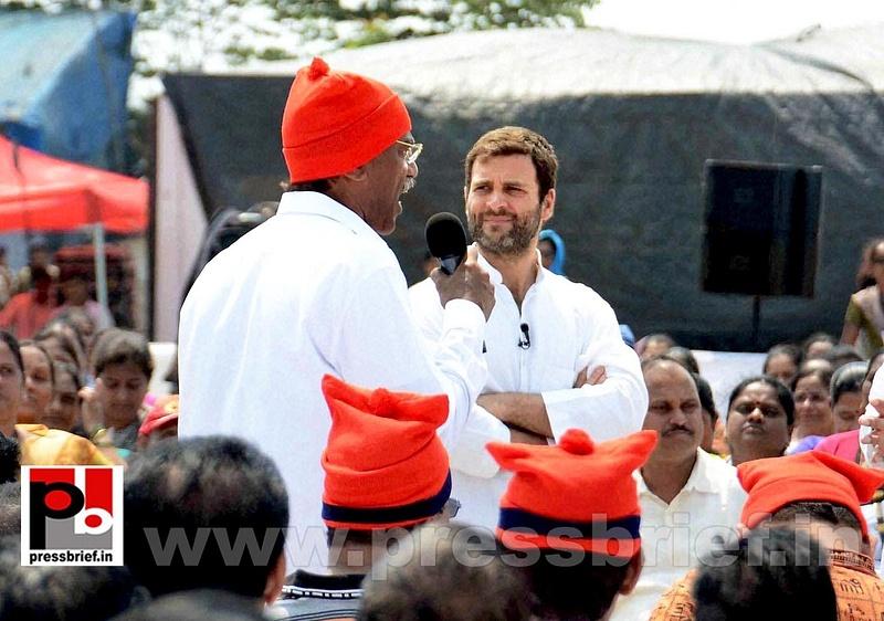 Rahul Gandhi interacts with fishermen (7)