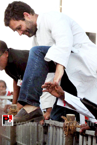 Rahul Gandhi campaigns at Pratapgarh (9) by Pressbrief In