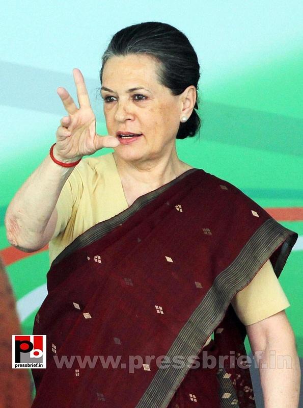 Sonia Gandhi at Congress manifesto release (7)
