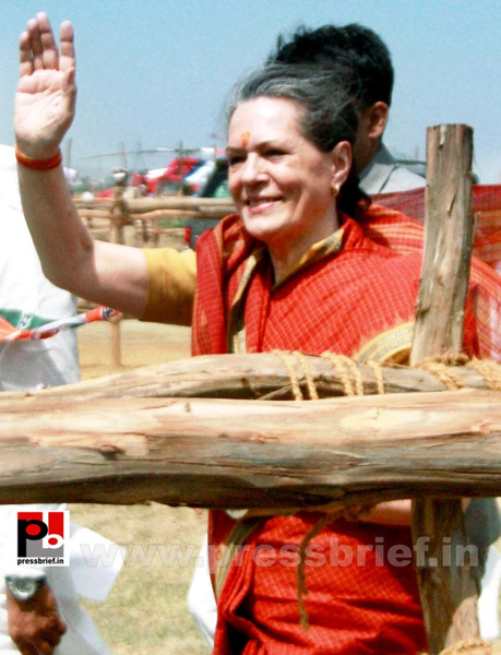 Sonia Gandhi at Mewat, Haryana (7) by Pressbrief In