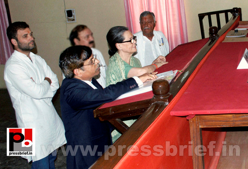 Sonia Gandhi files nomination from Raebareli (2)