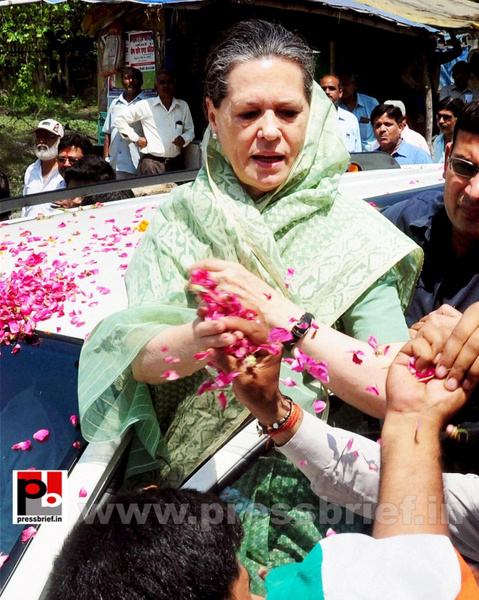 Sonia Gandhi files nomination from Raebareli (4) by...
