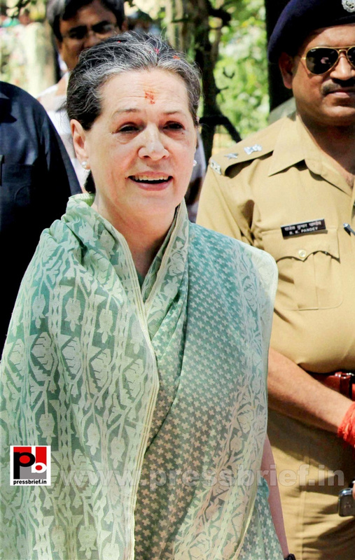 Sonia Gandhi files nomination from Raebareli (6)