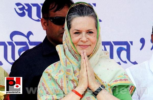 Sonia Gandhi at Sasaram, Bihar (2) by Pressbrief In