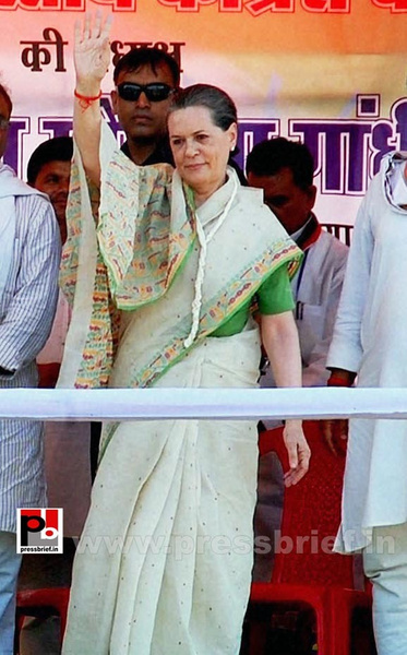 Sonia Gandhi at Madhya Pradesh (1) by Pressbrief In