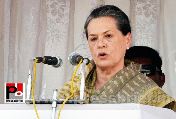 Sonia Gandhi at Kolar, Karnataka (3) by Pressbrief In