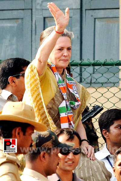 Sonia Gandhi at Kolar, Karnataka (8) by Pressbrief In