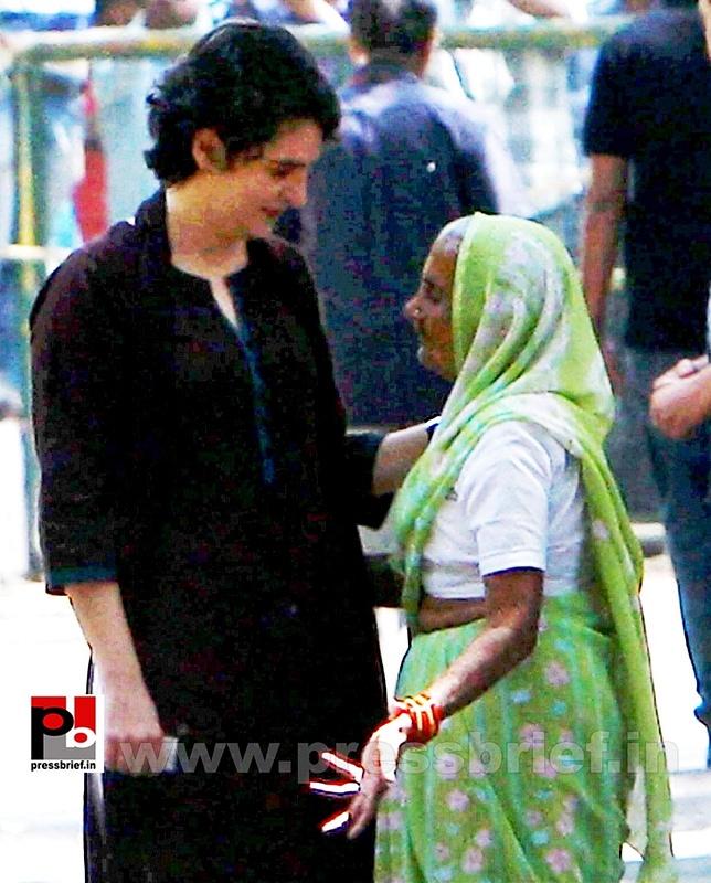 Priyanka Gandhi votes in New Delhi (4)