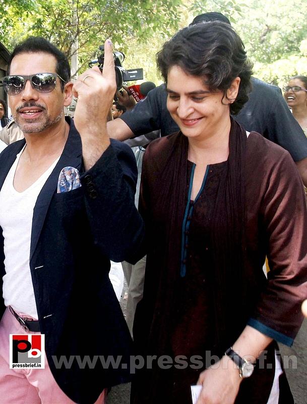Priyanka Gandhi votes in New Delhi (6)