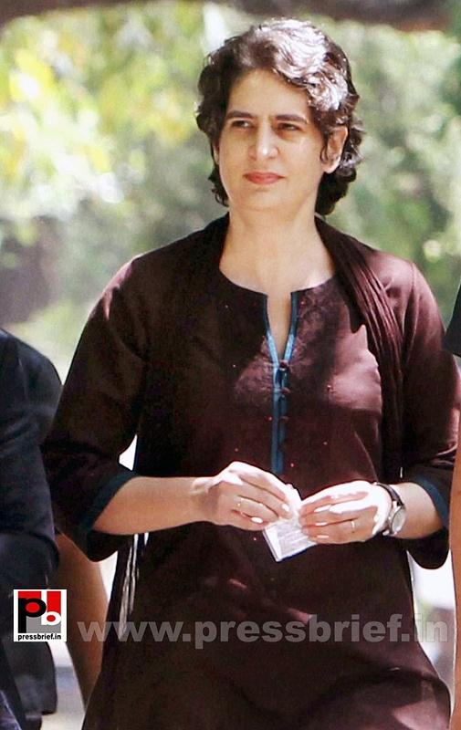 Priyanka Gandhi votes in New Delhi (7)