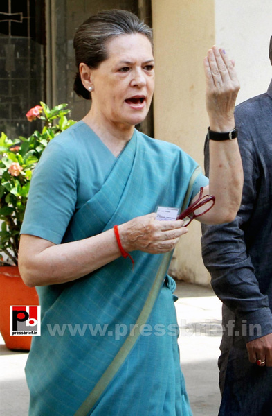 Sonia Gandhi after voting for LS polls (5) by Pressbrief...