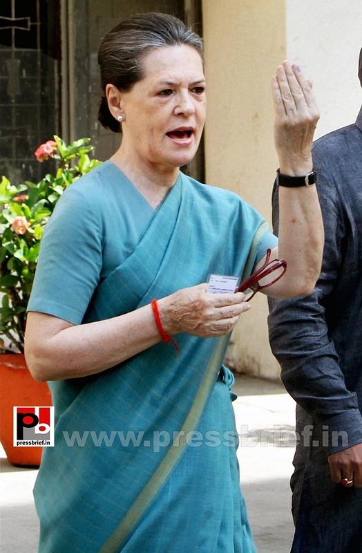 Sonia Gandhi after voting for LS polls (5)