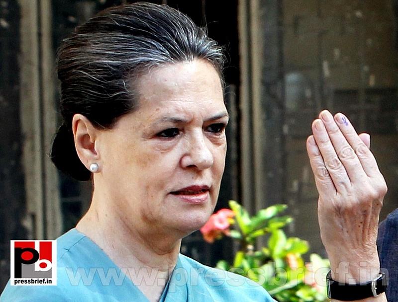 Sonia Gandhi after voting for LS polls (1)