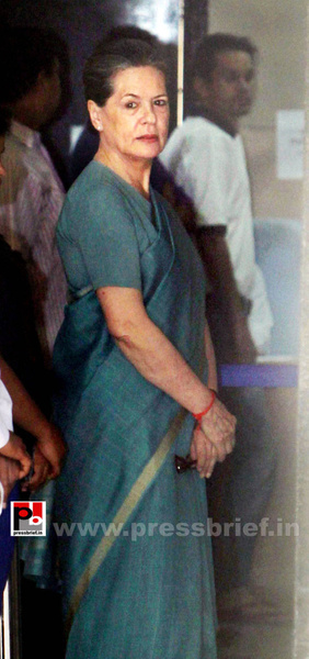 Sonia Gandhi after voting for LS polls (3) by Pressbrief...