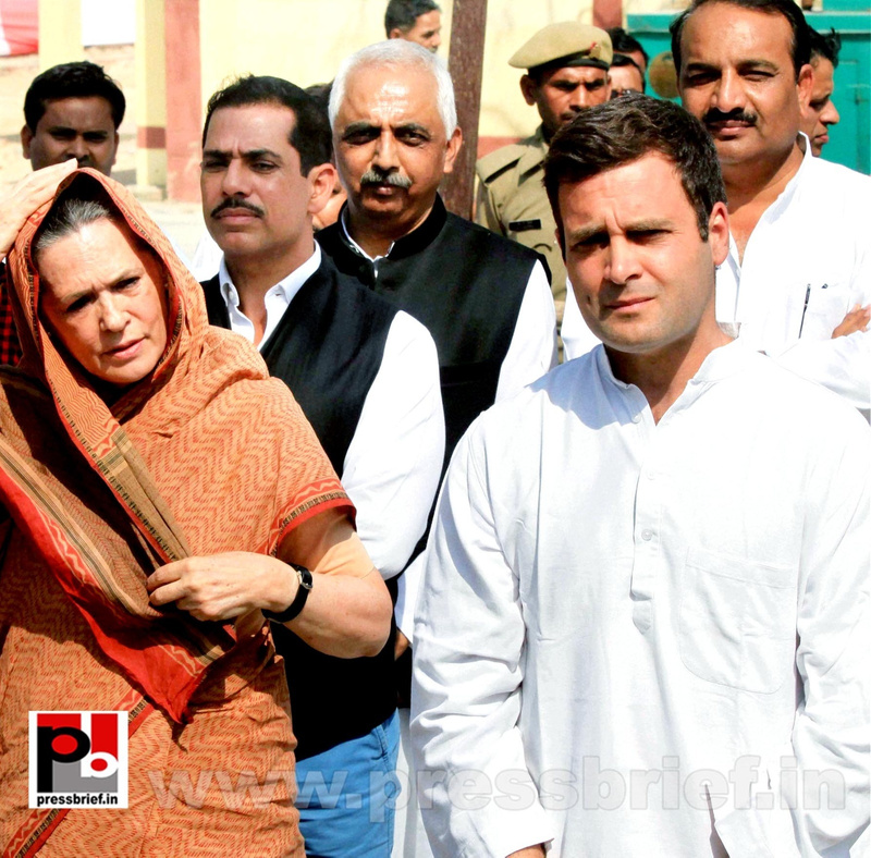 Rahul Gandhi's road show in Amethi (8)