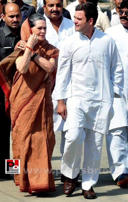 Rahul Gandhi's road show in Amethi (9)