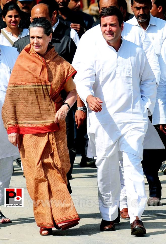 Rahul Gandhi's road show in Amethi (10)