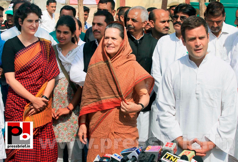 Rahul Gandhi's road show in Amethi (11)