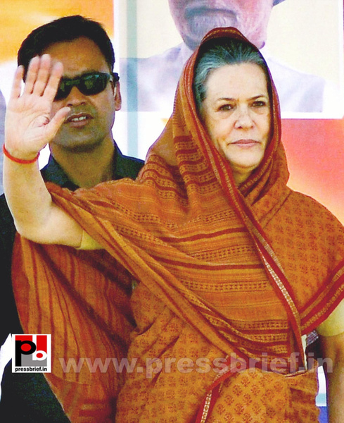 Sonia Gandhi at Jaipur, Rajasthan (2) by Pressbrief In