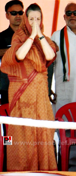 Sonia Gandhi at Jaipur, Rajasthan (5) by Pressbrief In