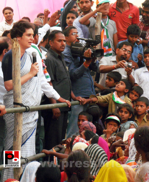 Priyanka Gandhi Vadra in Raebareli (5) by Pressbrief In