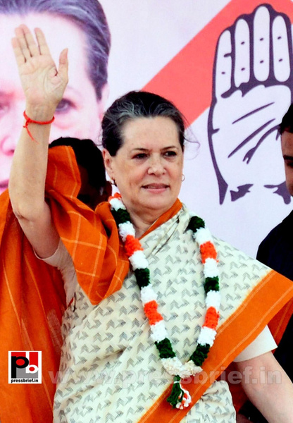 Sonia Gandhi at Neemuch, MP (1) by Pressbrief In