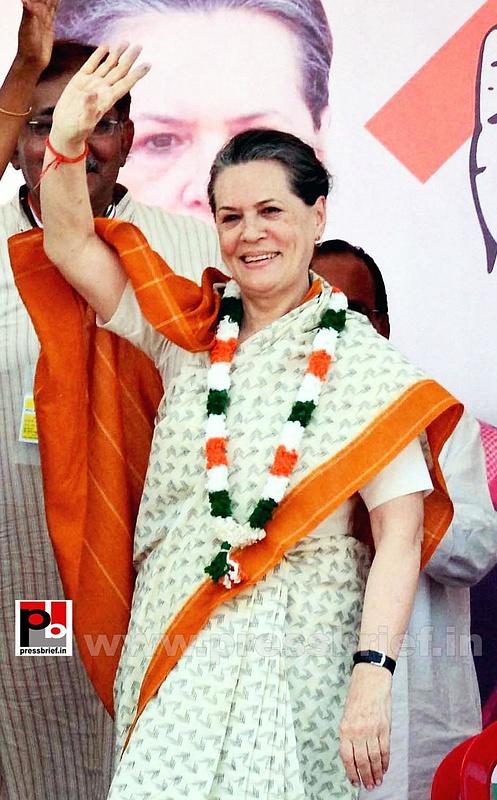 Sonia Gandhi at Neemuch, MP (2)
