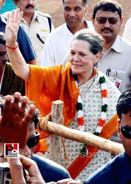 Sonia Gandhi at Neemuch, MP (3) by Pressbrief In