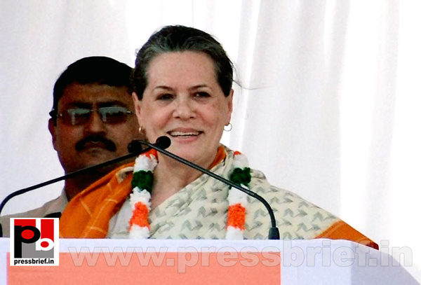 Sonia Gandhi at Neemuch, MP by Pressbrief In