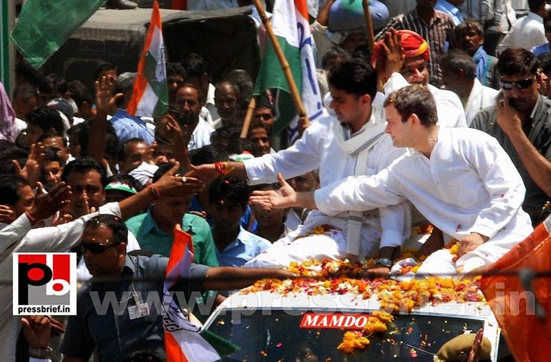 Rahul Gandhi's roadshow at Alwar in Rajasthan (3)