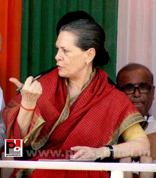 Sonia Gandhi at West Bengal (2) by Pressbrief In