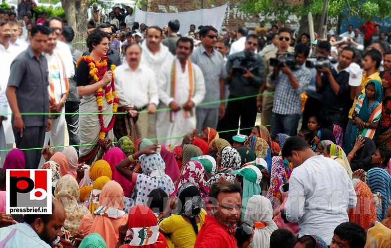 Priyanka Gandhi in Raebareli, UP (8)