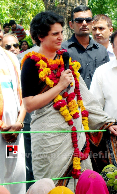 Priyanka Gandhi in Raebareli, UP (12)