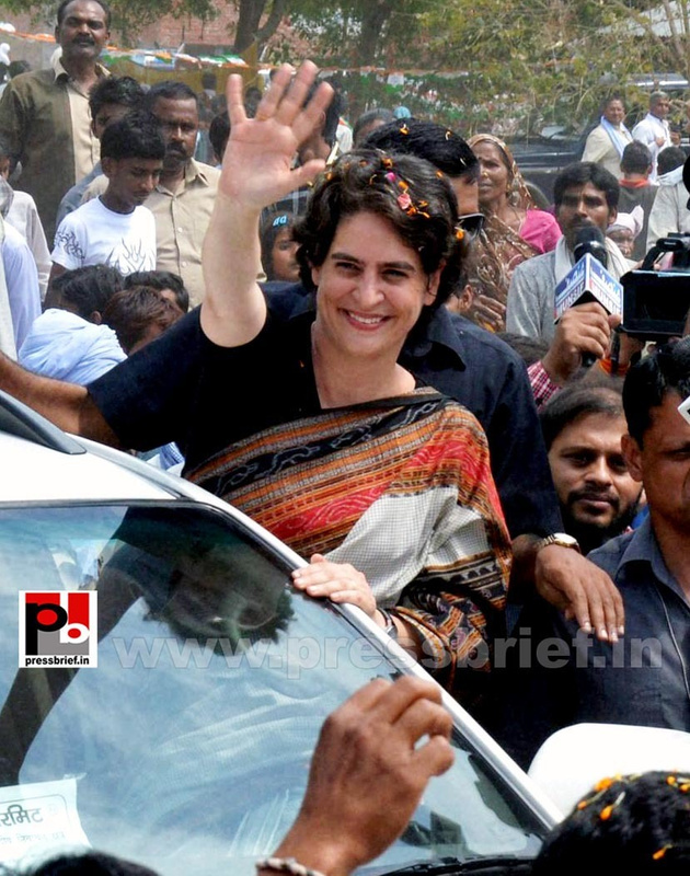 Priyanka Gandhi in Raebareli, UP (14)