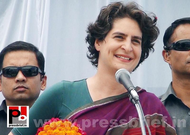 Priyanka Gandhi campaigns in Raebareli (6)