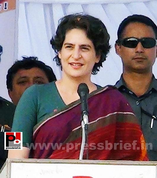 Priyanka Gandhi campaigns in Raebareli (9) by Pressbrief...