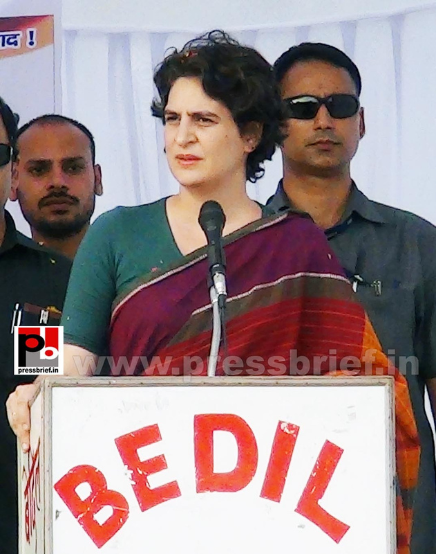 Priyanka Gandhi campaigns in Raebareli (11)