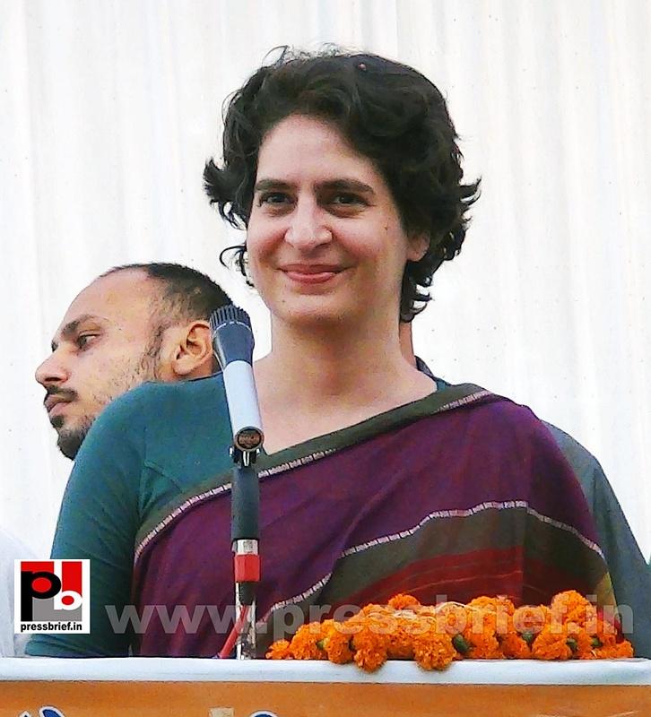 Priyanka Gandhi campaigns in Raebareli (13)