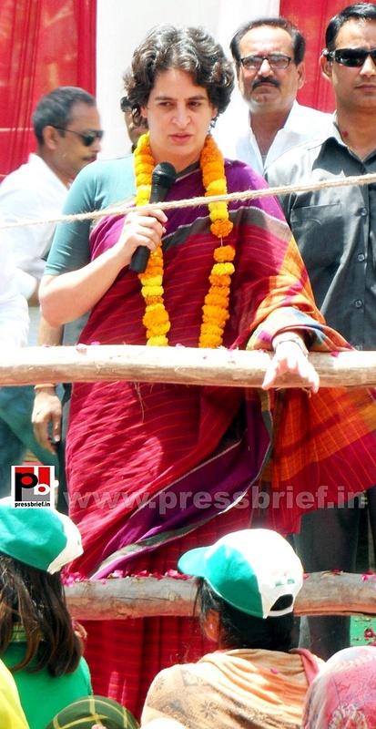 Priyanka Gandhi campaigns in Raebareli (14)