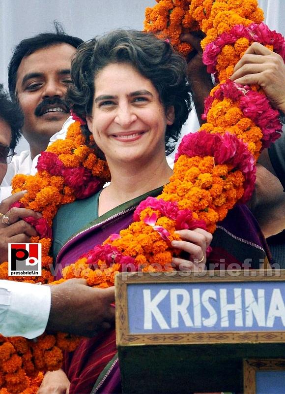 Priyanka Gandhi campaigns in Raebareli (1)