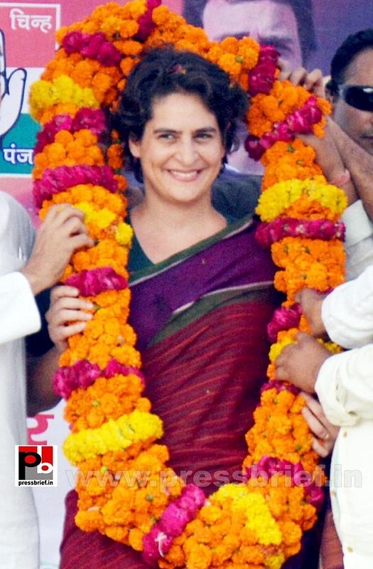 Priyanka Gandhi campaigns in Raebareli (24)