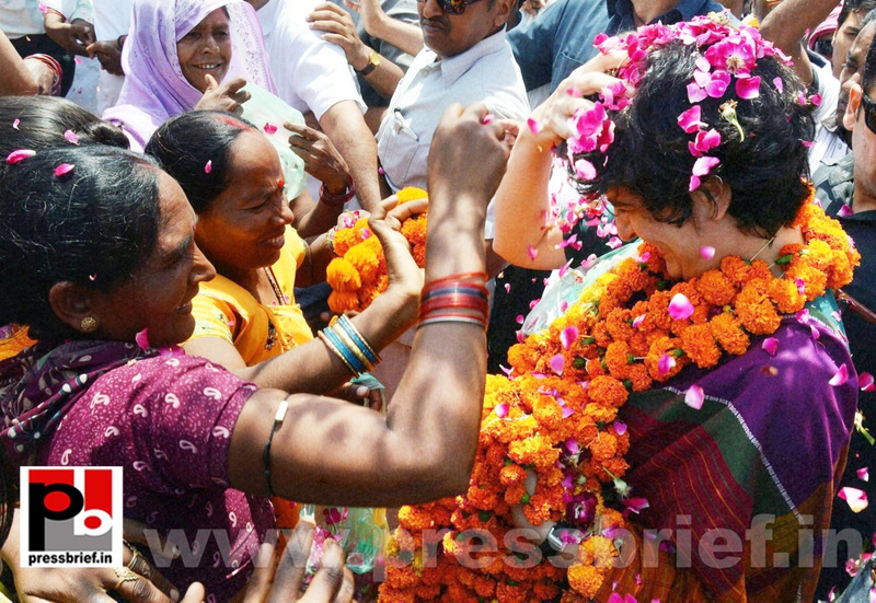 Priyanka Gandhi campaigns in Raebareli (26)