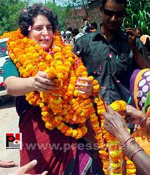 Priyanka Gandhi campaigns in Raebareli