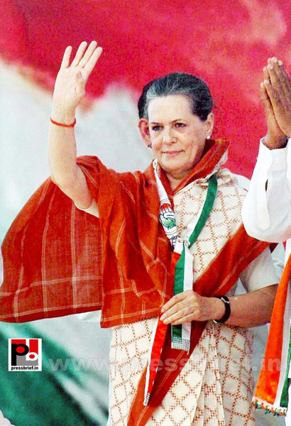 Sonia Gandhi campaigns in Gujarat (1) by Pressbrief In