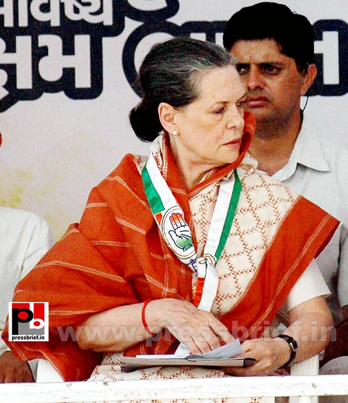 Sonia Gandhi campaigns in Gujarat (3)