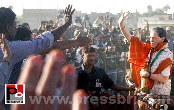 Sonia Gandhi campaigns in Gujarat (4) by Pressbrief In