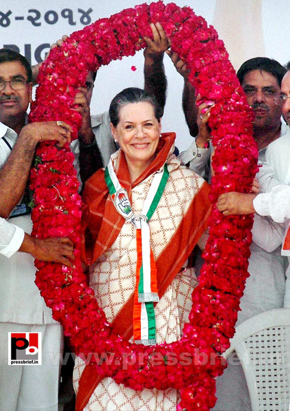 Sonia Gandhi campaigns in Gujarat (6) by Pressbrief In